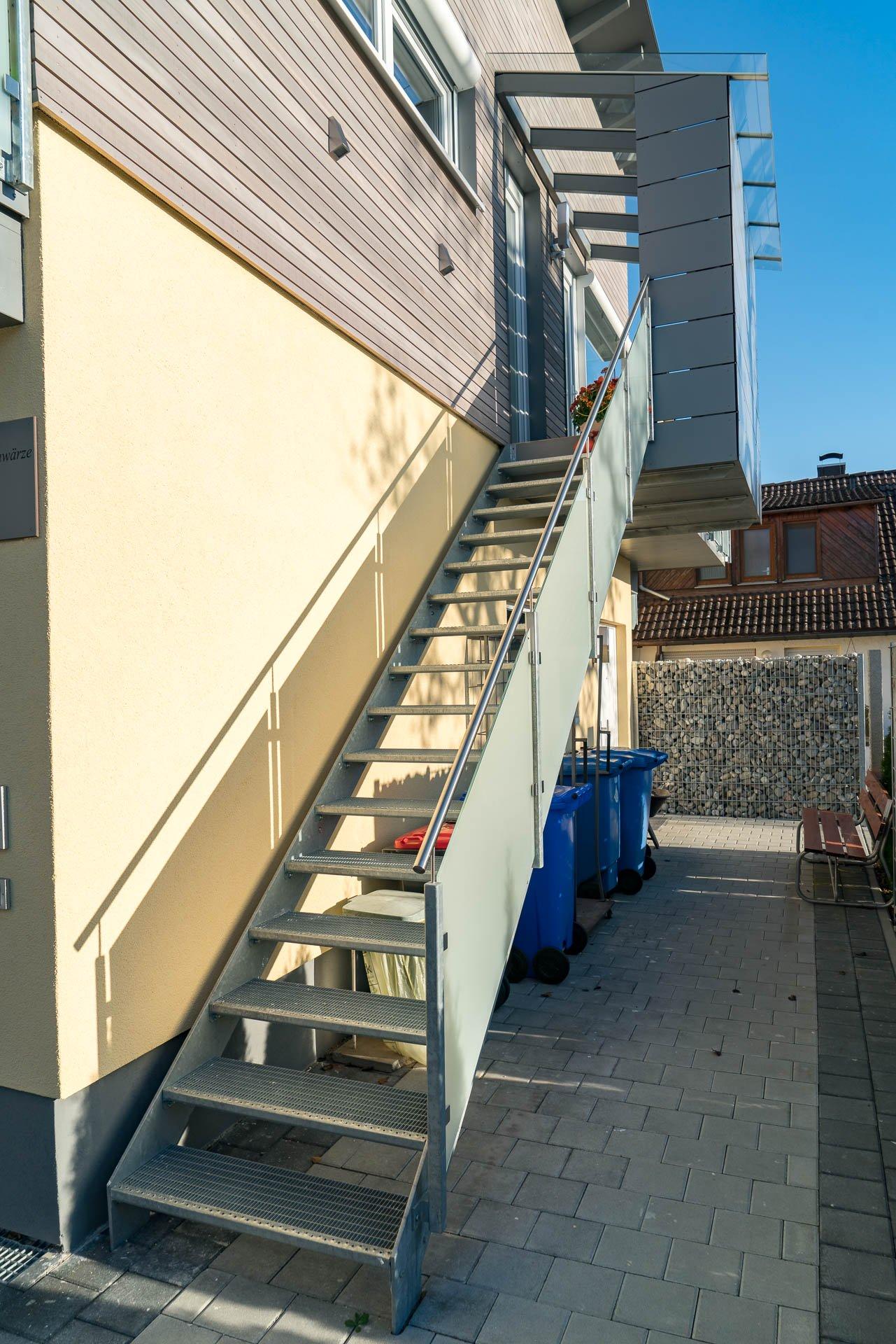Stahltreppe mit Glaselementen