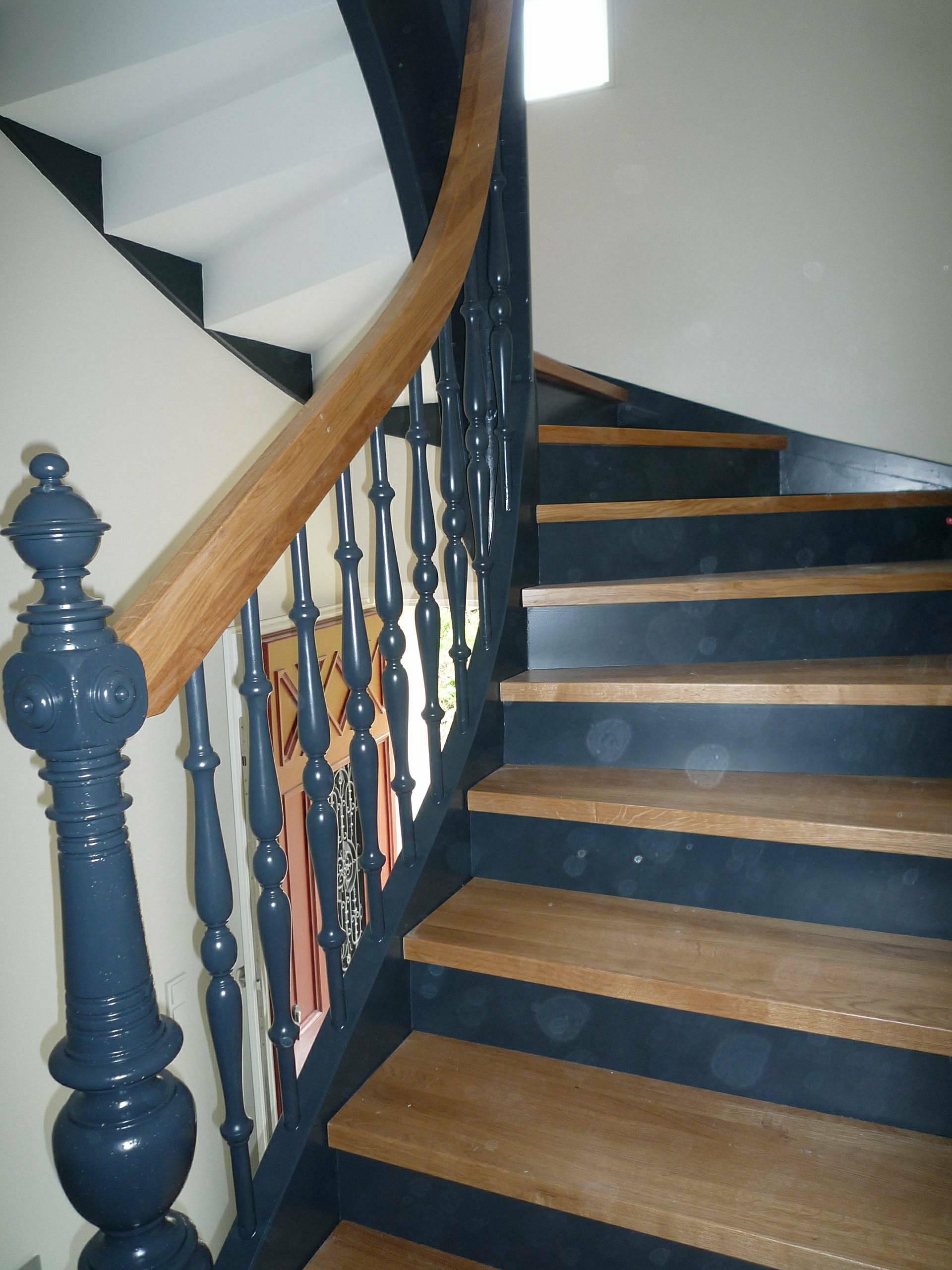 Sanierung einer historischen Treppe gewendelt mit Trittstufen aus Eiche