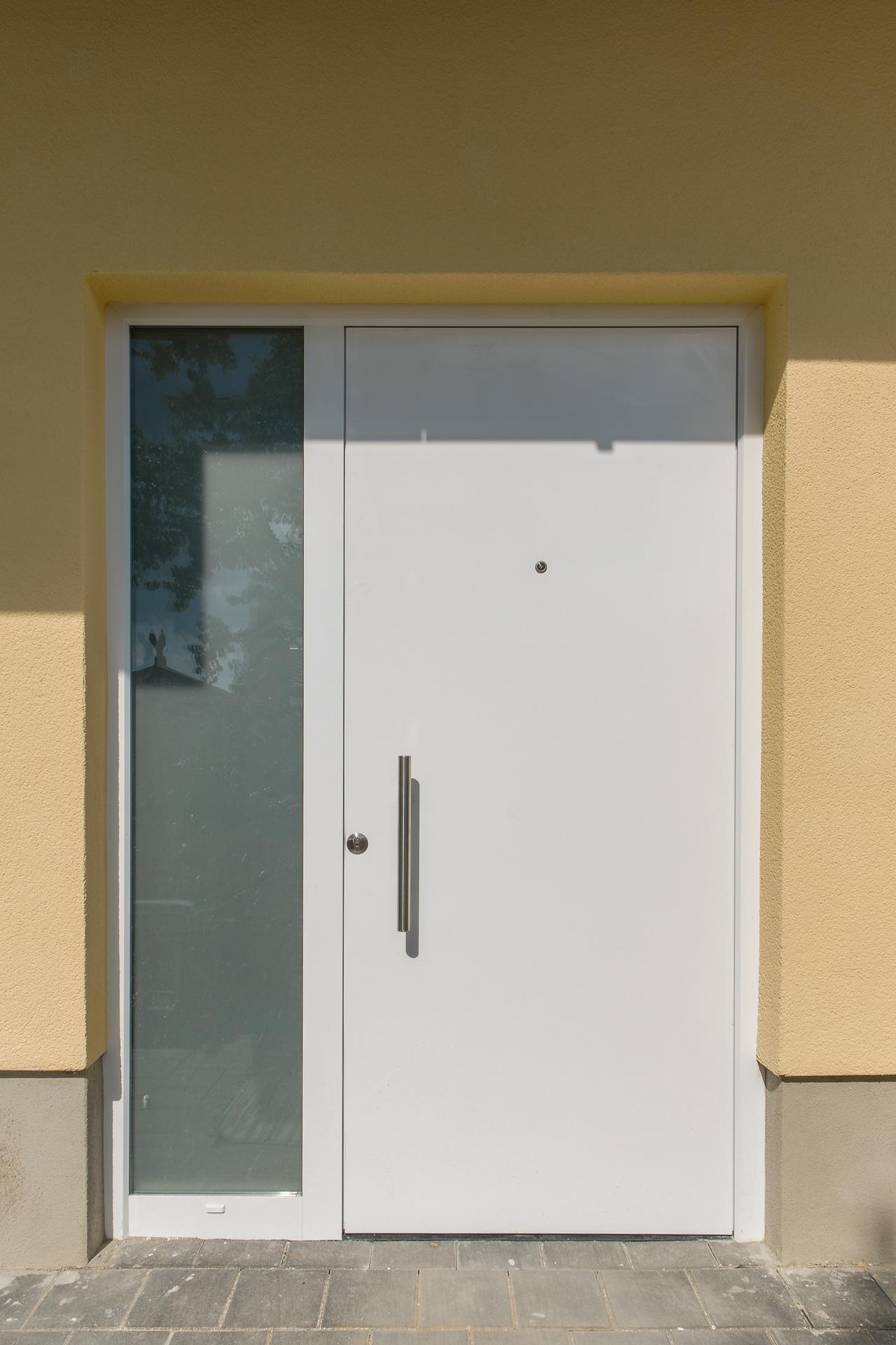 Haustür mit Glaselement